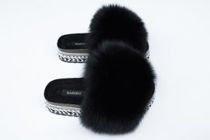 cf8c2a4fdd88b Klapki damskie z naturalnym futrem lisa w kolorze czarnym - edycja  limitowana